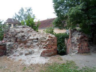 Fragment murów przy zamku